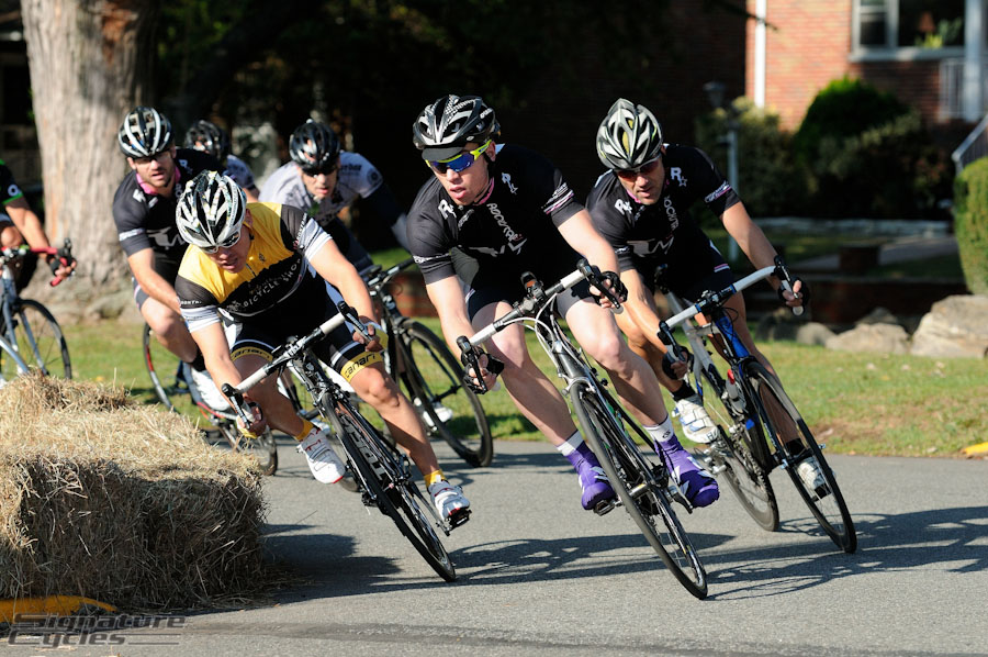 Wilson leads the charge around the first turn with Caffery (behind yellow) and Mikael in tow.